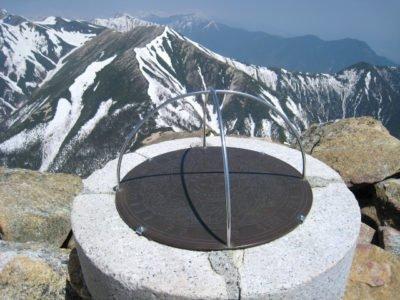 常念岳頂上の案内板