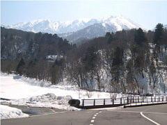 大山寺橋より北壁を望む