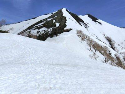南峰を望む
