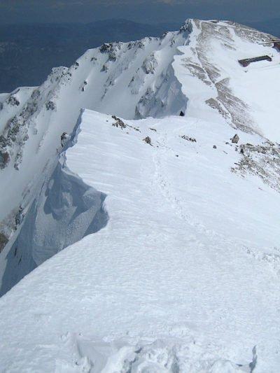頂上直下の雪庇