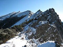 砂払いノ頭から金峰山へと続く稜線