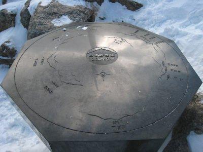 瑞牆山山頂の案内板